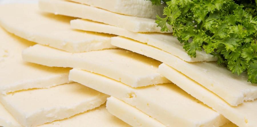 Рассольный домашний сыр.